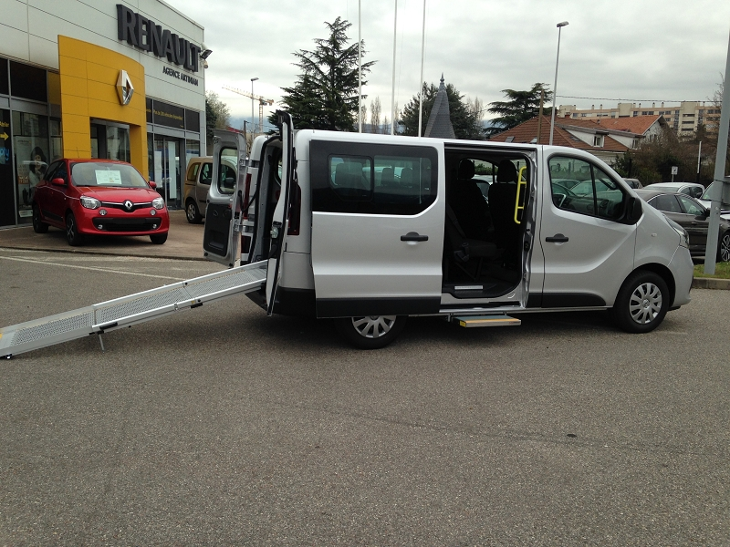 RENAULT | TRAFIC III COMBI HANDICAPE | L2 1.6 DCI 145CH  INTENS 8 PLACES TPMR
